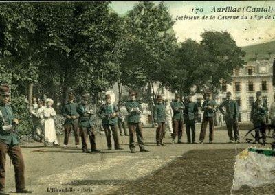 Carte postale de la cour de la caserne Delzons