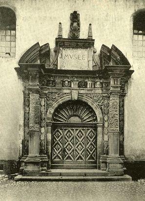 Entrée de la chapelle du collège des Jésuites