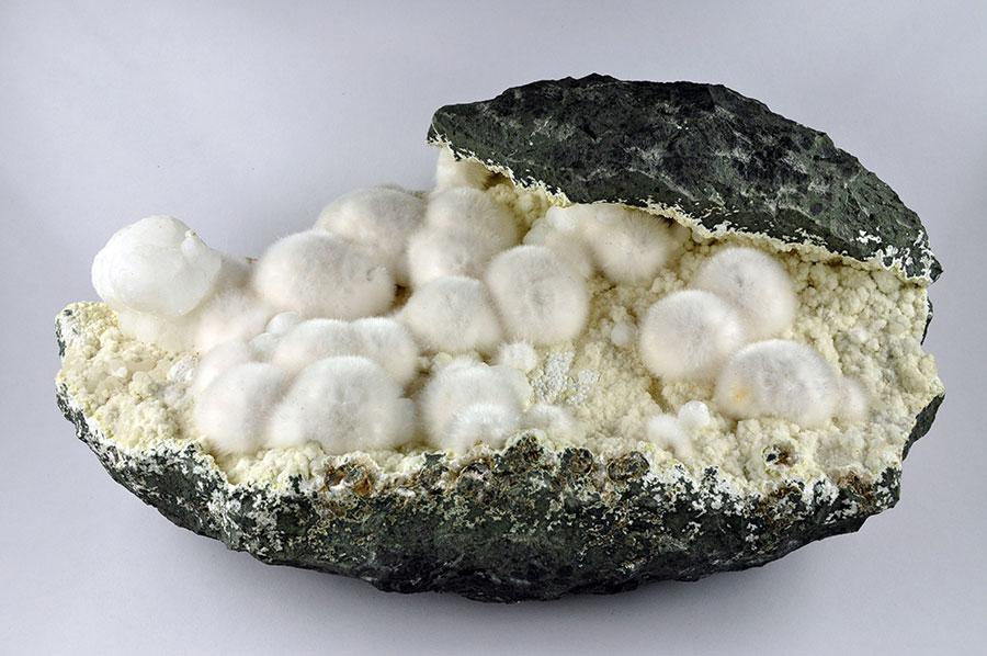 Okénite / Géologie